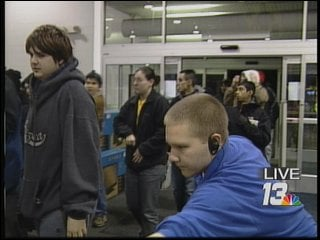Shoppers rush into Best Buy in Rockford at 5:00 a.m. Friday