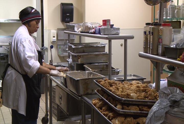 LA Mission serves 3500 hot Thanksgiving meals to those in need