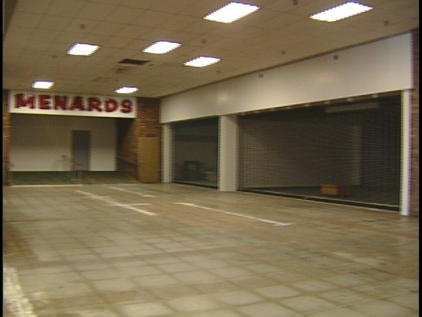 Inside Lincoln Mall, November 2006