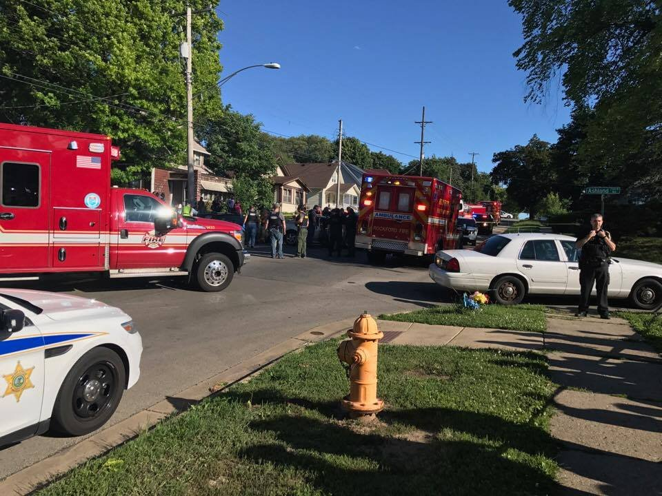 Couple injured in Rockford car crash