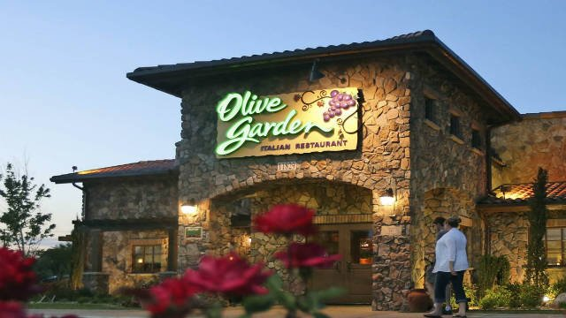 Olive Garden Unlimited Pasta Pass Is Back Kwwl Eastern Iowa Breaking News Weather Closings